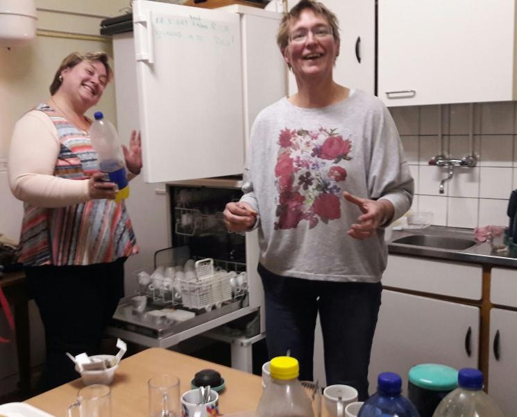 ALV 2016. Na afloop is er in de keuken een hapje en een drankje te halen.